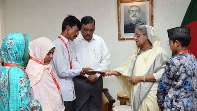 নিহত শিক্ষার্থী দিয়া খানম মিম ও আবদুল করিমের পরিবারকে ২০ লাখ টাকার পারিবারিক সঞ্চয়পত্র অনুদান দিয়েছেন প্রধানমন্ত্রী শেখ হাসিনা